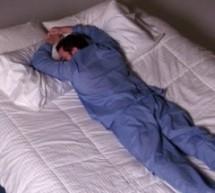 تعرفي علي أضرار النوم على البطن