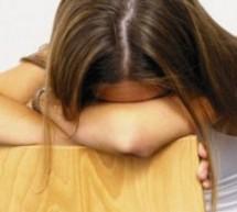 المرأة بالذنب وتأنيب الضمير بشكل يفوق الرجل بثلاثة أضعاف