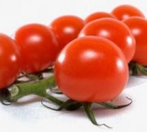 أقنعة ووصفات الطماطم والليمون للتخلص من البقع السوداء والبثور