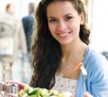 هل يتناسب الأكل في المطعم والحمية ؟