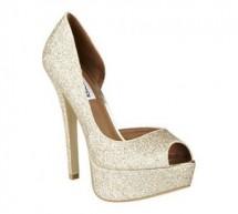 أحذية اللون الذهبي عنوان الفخامة والأناقة