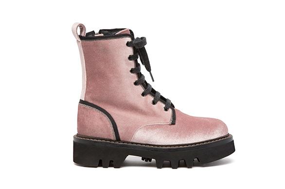 """d0686fba3ee99 بوت العمال  قالت زيمونا راينر، محررة الموضة بمجلة """"تكستيل فيرتشافت""""  الألمانية، إن بوت العمال """" Worker Boot"""" أو """"Utility Boot"""" يمثل نجم الموضة  هذا الموسم، ..."""