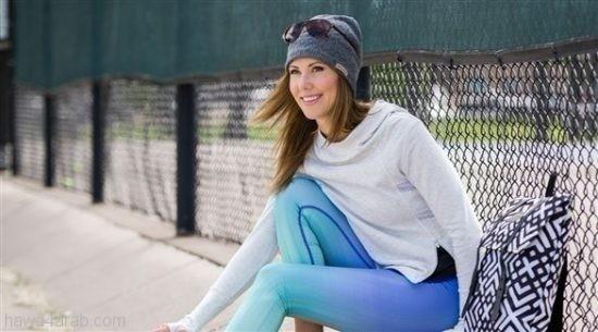 الملابس الرياضية مع الكعب العال لإطلالة شتوية أنيقة