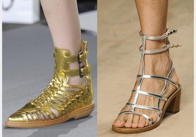 لإطلالاتكِ اليوميّة، إختاري الأحذية الميتاليكيّة المفتوحة